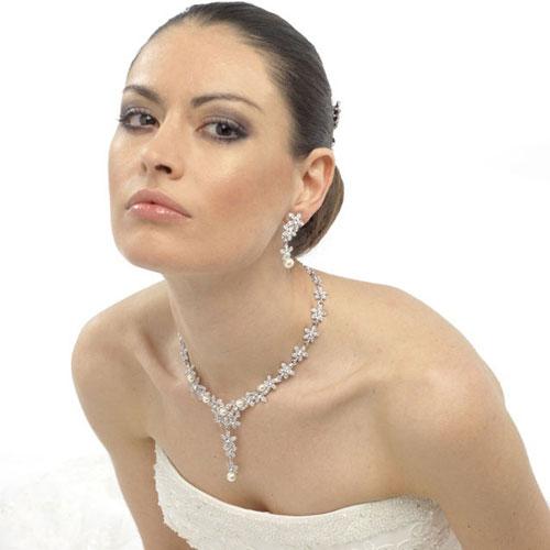 er-19-crystal-pearl-earrings-model