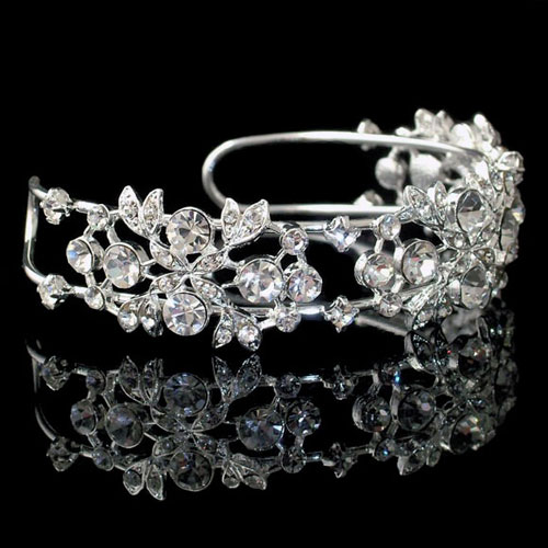 The Amanda Wyatt JE54 Crystal Wedding Bracelet is a beautiful torc style bangle. Amanda Wyatt JE54 has a striking design comprising round cut crystal diamante and crys